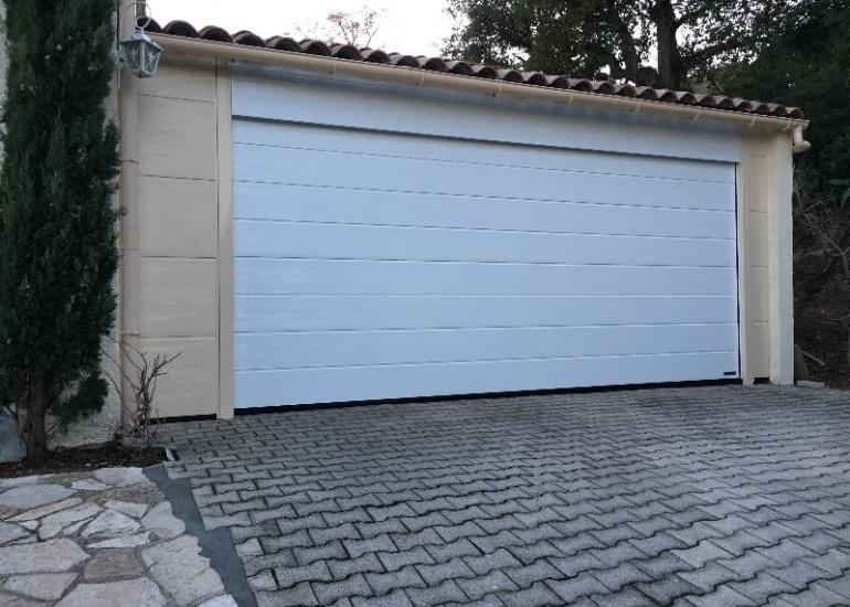Installation porte garage sectionnelle parties fixes St-Maximin-la-Ste-Baume